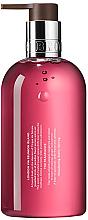 Reichhaltige flüssige Handseife mit rosa Pfeffer - Molton Brown Fiery Pink Pepper  — Bild N2