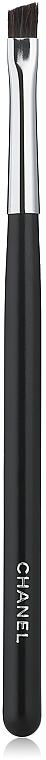 Lidschattenpinsel №23 schräg - Chanel Les Pinceaux De Chanel Small Angled Shadow Brush №23 — Bild N1