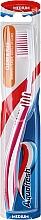 Zahnbürste mittel Clean & Flex rot-weiß - Aquafresh Clean & Flex — Bild N2