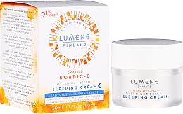 Düfte, Parfümerie und Kosmetik Aufhellende und feuchtigkeitsspendende Nachtcreme mit Vitamin C - Lumene Valo Overnight Bright Vitamin C Sleeping Cream